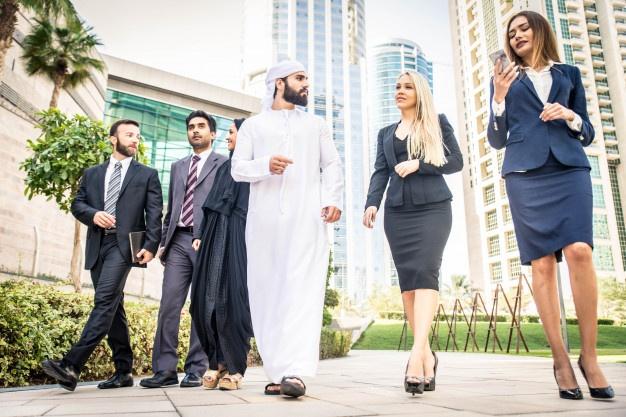 business-people-dubai_186382-11345